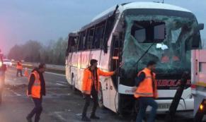 Sakarya'da yolcu otobüsü devrildi