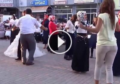Güzel Kızı Görünce Düğünü Unutan Kameraman :) Beyazlı bayana dikkat